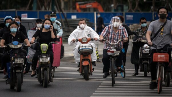 """【重播】川普呛女记者""""别问我 问中国去""""武汉再现聚集性感染"""