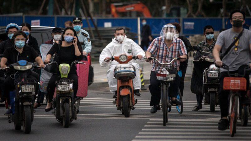 【重播】川普嗆女記者「別問我 問中國去」武漢再現聚集性感染