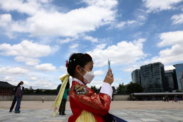韓梨泰院群聚感染續增 27日起搭公車須戴口罩