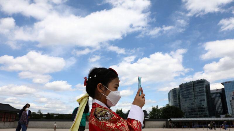 韩梨泰院群聚感染续增 27日起搭公车须戴口罩