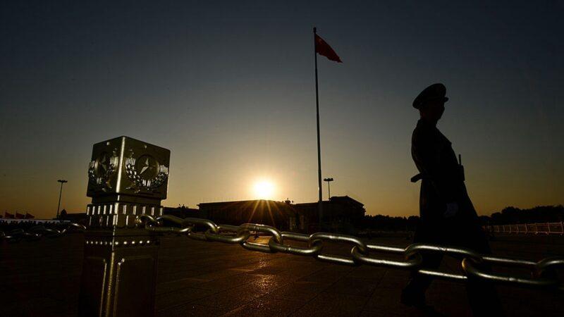 中南海局势混乱 前中校:军官不敢站队,都在观望