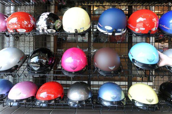 「一盔一帶」新規上路 大陸全民搶頭盔價飆10倍