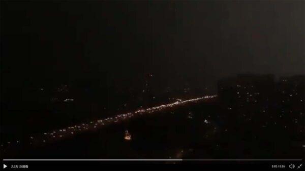 异象:北京两会开幕日 白昼瞬间变黑夜(视频)