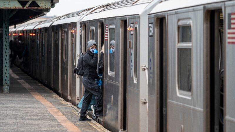 纽约地铁暂停24小时运行 夜间消毒以保乘客安全