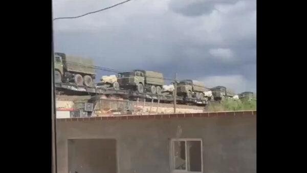 两会诡异:火车运大量坦克火箭炮军车入京(视频)