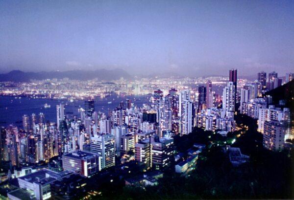 市场担忧资金流出香港 港元汇率承压