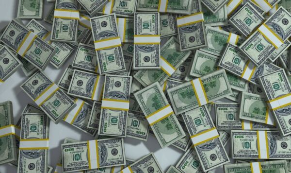 华尔街日报:中国银行系统的美元正在耗尽