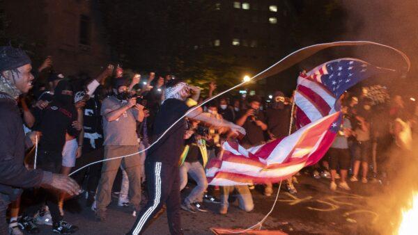 美民主党矛盾对待社交疏离 严格封锁但允暴徒骚乱