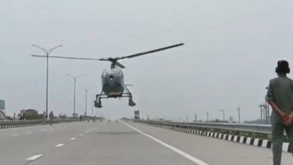 印度空军直升机故障 封锁高速公路迫降