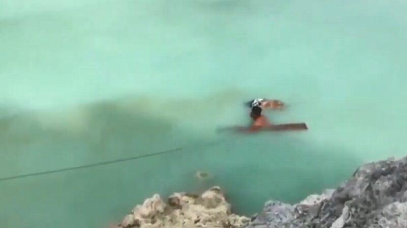 印尼男为打捞朋友遗体 跳入世界最酸火山口湖