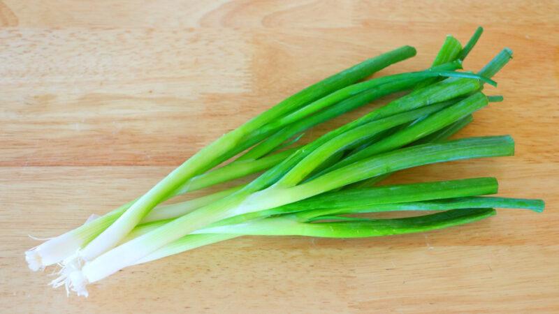 【美食天堂】4招长久保存葱的方法!几周几个月都新鲜!家常料理食谱 一学就会