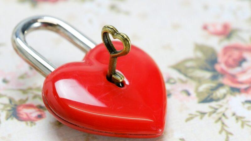 """睡觉""""5种表现""""警惕心脏问题 如何养心?"""