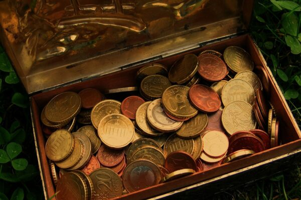 埋藏深山10年 价值百万美元藏宝箱找到了!