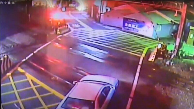 汽車平交道躊躇不前 遭太魯閣號撞飛過程曝光(視頻)