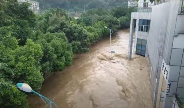 中国南方洪水泛滥 台商遭勒令捐款千万元