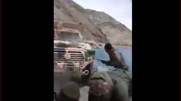 """中印边界对峙疑一解放军被""""俘获"""" 结果引猜测(视频)"""