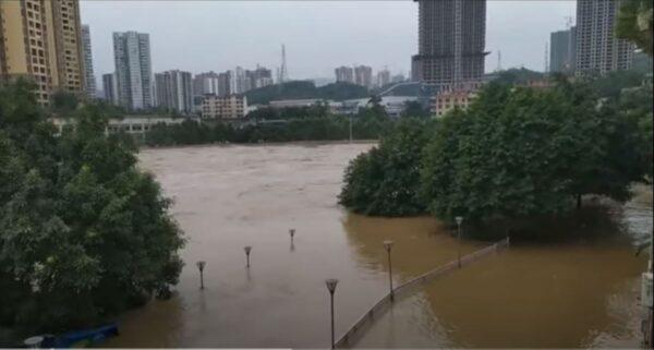 """长江上游洪水泛滥 灾情讯息变""""敏感""""官方严控"""