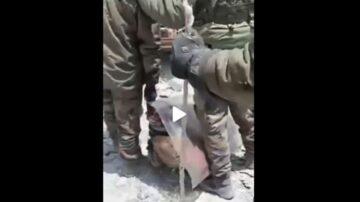 中共軍人被印軍俘獲扔胯下 喊救命戰友不理 黨媒沉默