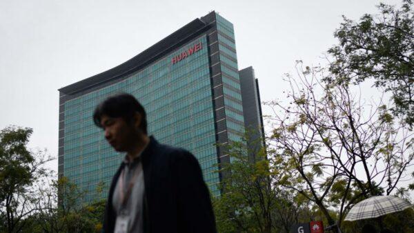 蓬佩奧:中共安全部隊人員在華為大樓頂層工作