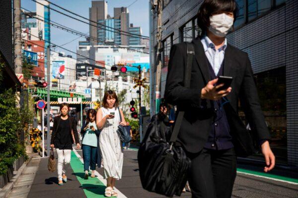 減少「低頭族」 日本大和市首禁邊走邊看手機