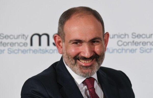在家設喜宴違反防疫令 亞美尼亞總理開除3位首長