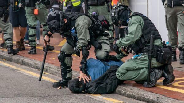【新闻看点】美警港警6大不同 中共趁乱大外宣