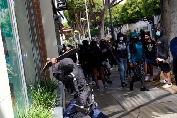 """美司法部长:证据显示""""反法运动""""和""""外来势力""""煽动暴乱"""