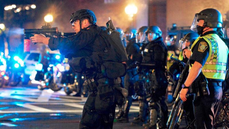 美国肯塔基州暴乱与维和部队交火 一非裔男丧命