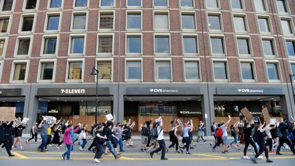 中国留学生参加美国骚乱 扬言:明天再去抢一波