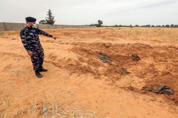 利比亞政府軍擊退叛軍 戰略城鎮發現8座萬人塚