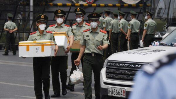 北京疫情来势凶6市场被关 大批武装人员进驻(视频)