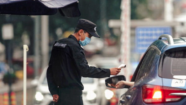 中共专家称北京疫情已控制 网友晒江苏援京医疗队合影打脸