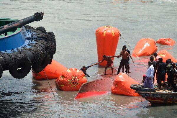孟加拉首都渡轮遭撞沉 至少32人丧生