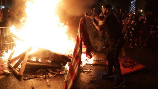 美军方智库:美国暴动牵涉中共