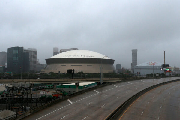 挟带强风豪雨 热带风暴登陆路易斯安那州