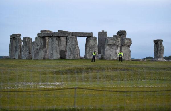 惊人发现!英国巨石阵旁发现4500年前巨大竖井圈