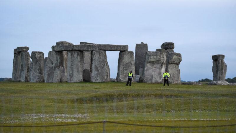 驚人發現!英國巨石陣旁發現4500年前巨大豎井圈