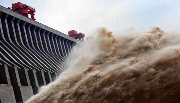 洪水圍困中國26省市 長江流域暴雨還要下10天(視頻)