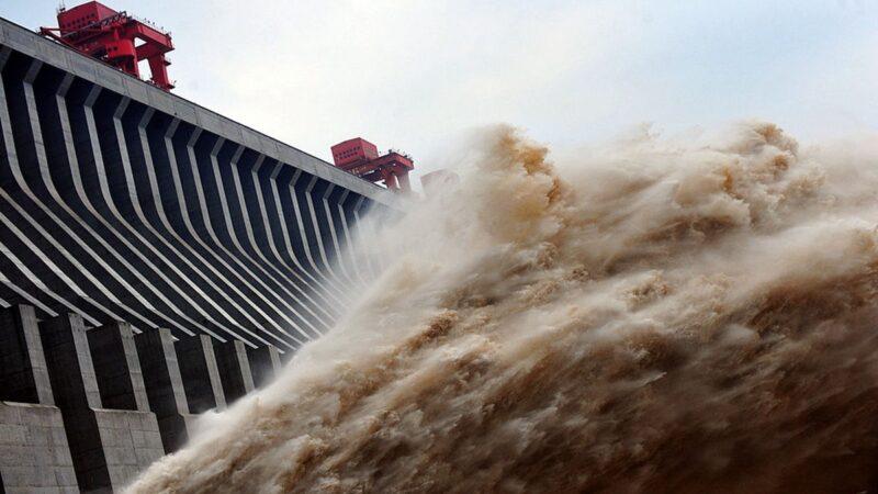 三峽緊急洩洪救大壩 官方聲稱「發電」(視頻)