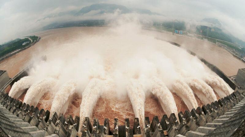 三峡上游溃坝 中国建筑专家:宜昌以下快跑