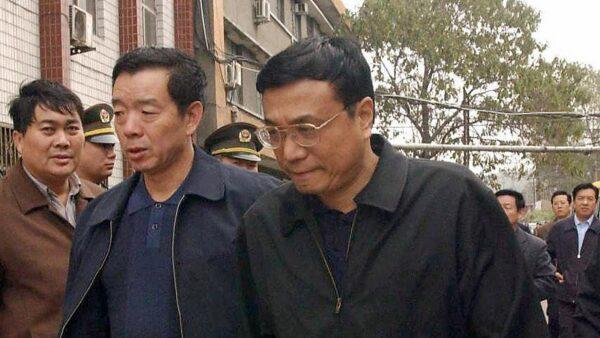 网民热传:李克强摆地摊,遇到城管习近平