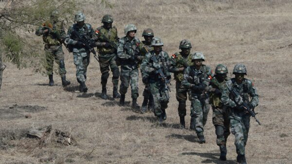 """中印冲突视频曝光 举""""血旗""""士兵被群殴(视频)"""