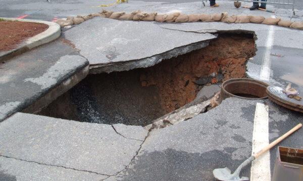 美民宅門口下陷驚見礦坑 地底能蓋12棟房