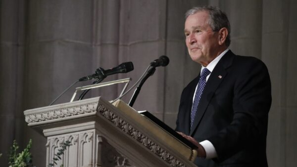 《紐時》稱小布什選票不投川普 前發言人:捏造