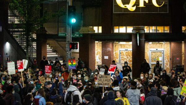 西雅圖示威者佔警局宣自治 衝擊市政廳逼市長下台