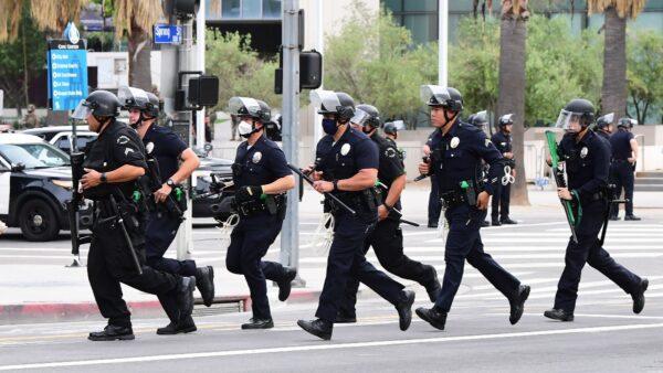 洛城凶杀案上周增250% 撤警察资金左媒也质疑
