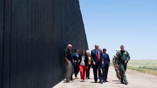 巡視邊境牆慶建成200英里 川普:從未像這樣安全