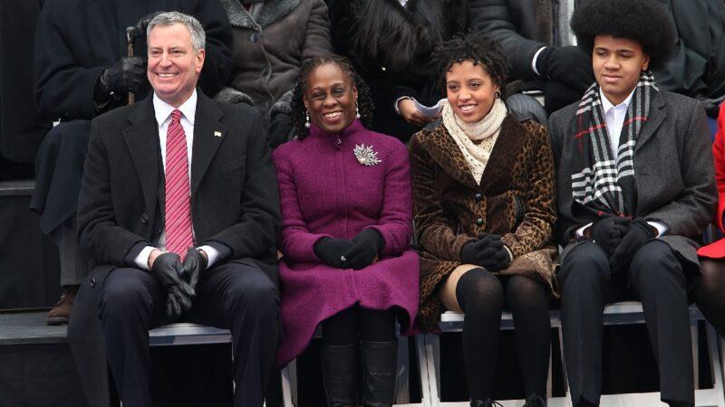 参与曼哈顿暴力抗议 纽约市长女儿被捕