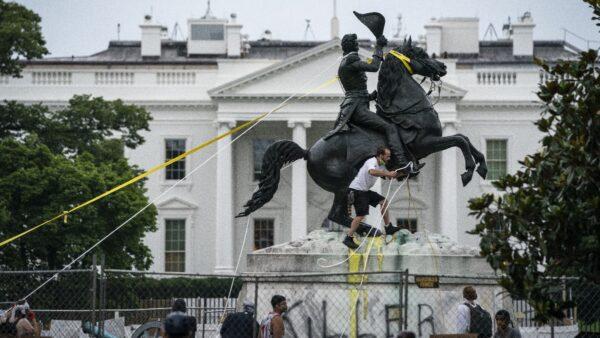司法部起诉4名破坏雕像者 川普宣布暴行完全停止