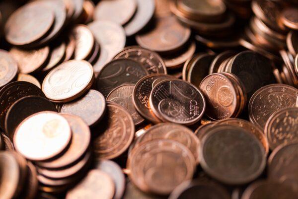 驚艷!珠寶設計師用7500硬幣打造馬賽克地板